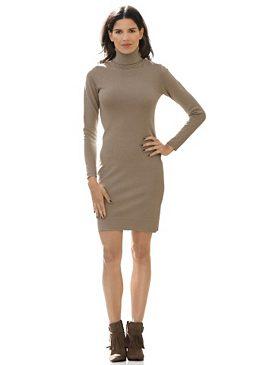 Платье с воротником гольф